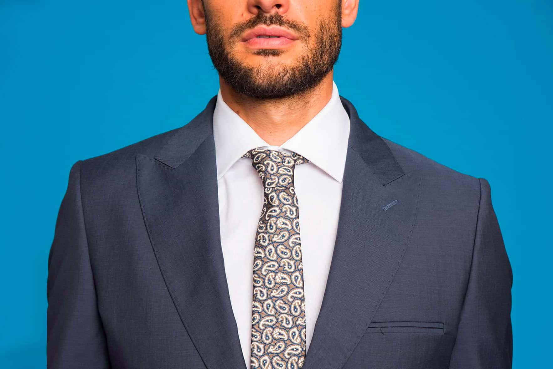 informazioni per goditi un grande sconto vari tipi di Camicia e cravatta: guida all'abbinamento perfetto per l'uomo